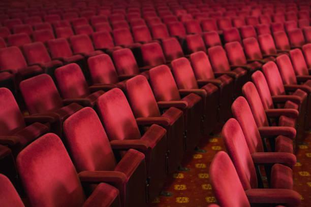 Empty seats in theater auditorium:スマホ壁紙(壁紙.com)
