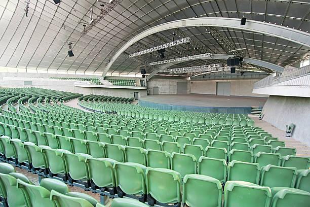 Large Empty Auditorium:スマホ壁紙(壁紙.com)