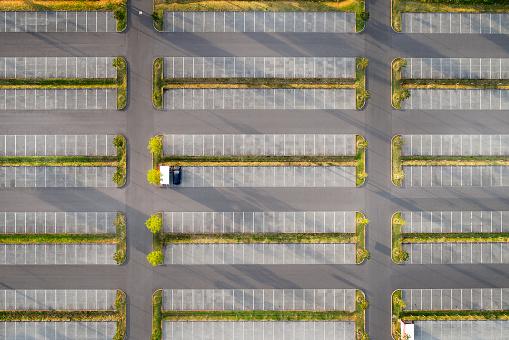 Dividing Line - Road Marking「Large empty parking lot - aerial view」:スマホ壁紙(9)