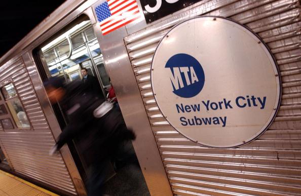 Subway Train「(FILE PHOTO)  New York Transit Authority Raises Fares To Two Dollars」:写真・画像(5)[壁紙.com]