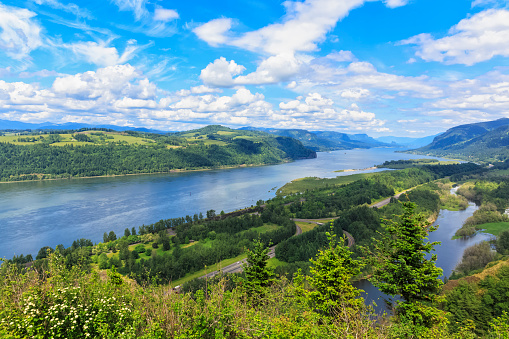 Crown Point「USA, Oregon and Washington, Columbia River Gorge as seen from Crown Point」:スマホ壁紙(3)