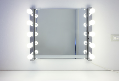 電球「Dressing room mirror with ten light bulbs」:スマホ壁紙(2)
