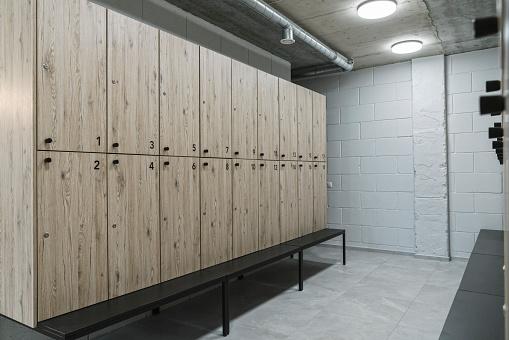Conformity「Dressing room in a gym」:スマホ壁紙(6)
