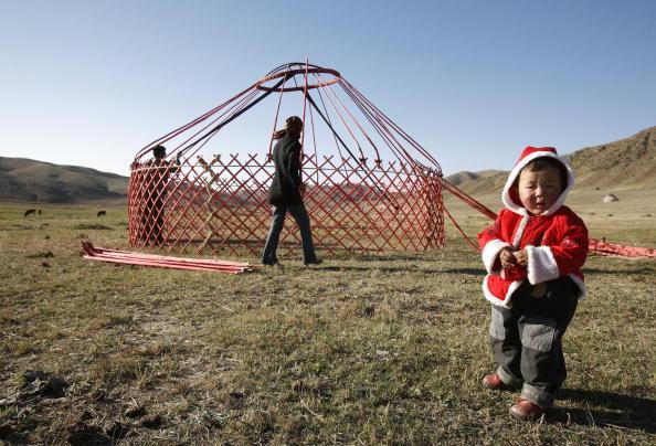25 Meter「Xinjiang's Nomadic Kazak Herders Follow Transhumant Way In Autumn」:写真・画像(14)[壁紙.com]