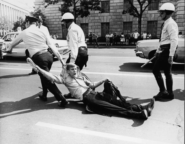 Washington DC「Police Arrest Demonstrator」:写真・画像(9)[壁紙.com]