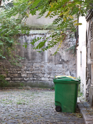 Alley「Recyling and trash cans in alleyway」:スマホ壁紙(8)