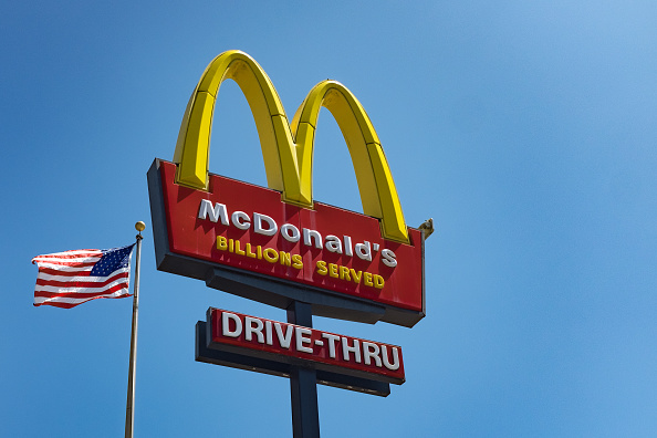 Fast Food「McDonald's Sign」:写真・画像(2)[壁紙.com]