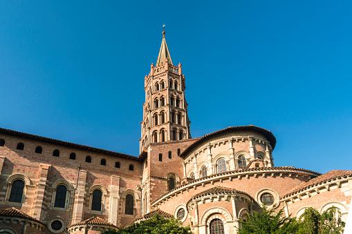 Roman「Basilique Saint-Sernin de Toulouse under clear sky, Toulouse, Occitanie, France」:スマホ壁紙(17)