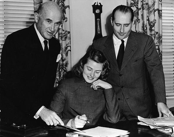 Roberto Rossellini - Film Director「Ingrid Bergman Signs」:写真・画像(7)[壁紙.com]
