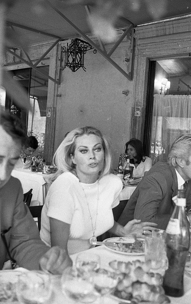 Shirt「Actress Anita Ekberg is with her husband Rik Van Nutter at the restaurant 'Il Bolognese', Italy 1969」:写真・画像(16)[壁紙.com]