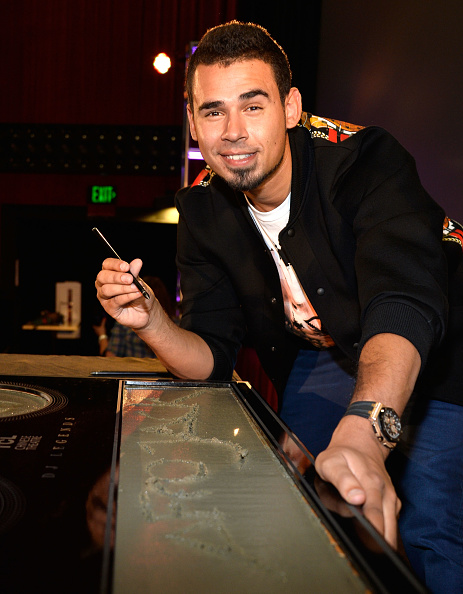 Mann Theaters「Afrojack Immortalized With Hand And Footprint Ceremony At The TCL Chinese」:写真・画像(18)[壁紙.com]
