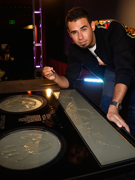 Mann Theaters「Afrojack Immortalized With Hand And Footprint Ceremony At The TCL Chinese」:写真・画像(17)[壁紙.com]