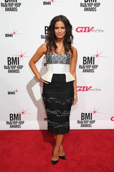 Hand On Hip「Songwriters Honored At 2013 BMI R&B/Hip-Hop Awards - Arrivals」:写真・画像(8)[壁紙.com]