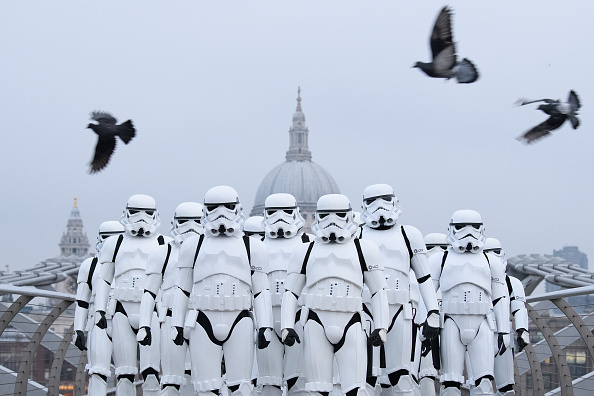 Franchising「Stormtroopers Greet Commuters On The Millennium Bridge」:写真・画像(16)[壁紙.com]