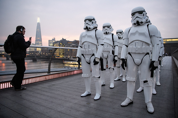 Franchising「Stormtroopers Greet Commuters On The Millennium Bridge」:写真・画像(17)[壁紙.com]