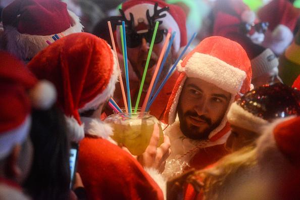 Holiday - Event「Annual Santacon Bar Crawl Takes Place Through New York City」:写真・画像(13)[壁紙.com]