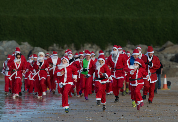Santa Claus「Surfing Santa's At Fistral Bay」:写真・画像(7)[壁紙.com]