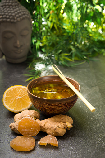 Ice Tea「Ginger lemon tea in a tea bowl with fresh lemongrass, candied and fresh ginger」:スマホ壁紙(11)