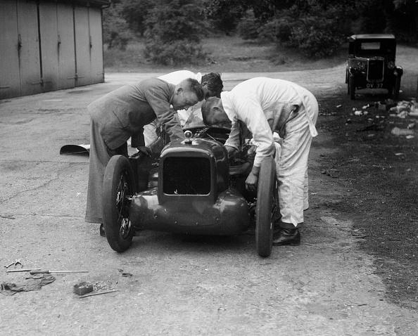 Effort「Mechanics working on Leon Cushman's Austin 7 racer for a speed record attempt, Brooklands, 1931」:写真・画像(3)[壁紙.com]