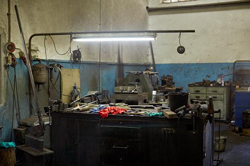Glass Factory「Mechanics workspace in glass factory」:スマホ壁紙(19)