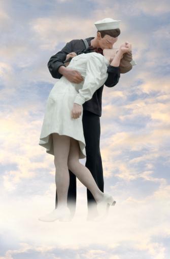 Kissing「Public Statue of a Sailor Kissing a nurse」:スマホ壁紙(17)