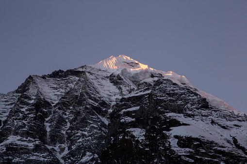 Annapurna Conservation Area「Annapurna Base Camp at sunrise with light on tip of ragged peaks, Himalayas, Nepal」:スマホ壁紙(17)