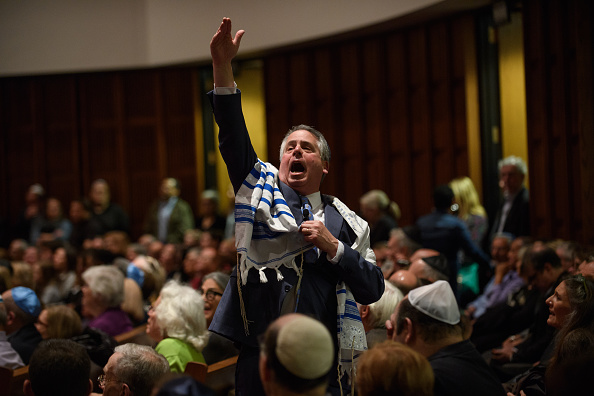 Tree Squirrel「Pittsburgh Area Congregation Attend First Shabbat Since Last Saturday's Synagogue Shooting」:写真・画像(4)[壁紙.com]