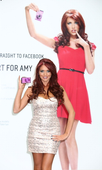Form Fitted Dress「Samsung SMART Cameras Launch - Amy Childs Photocall」:写真・画像(14)[壁紙.com]