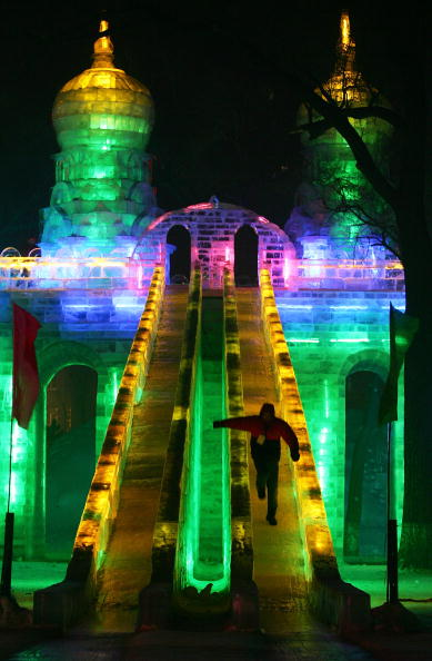 雪まつり「Annual Harbin Ice Festival Kicks Off」:写真・画像(8)[壁紙.com]
