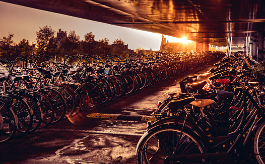 サイクリング「アムステルダム中央駅に駐輪」:スマホ壁紙(16)