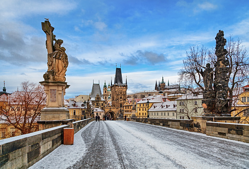Hradcany「Empty Charles Bridge at winter morning, Prague」:スマホ壁紙(9)