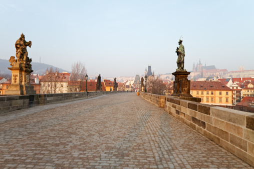St Vitus's Cathedral「Empty Charles Bridge, Prague」:スマホ壁紙(13)