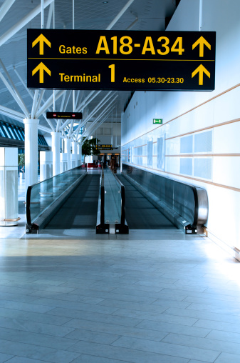 Sidewalk「Airport sign shows the way to the gates and terminals」:スマホ壁紙(0)