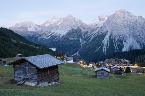 Arosa「Village by mountains , Graubunden , Switzerland」:スマホ壁紙(17)