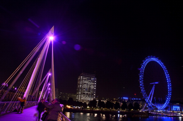 Breast「UK's Iconic Landmarks Turn Pink For Breast Cancer Campaign」:写真・画像(14)[壁紙.com]