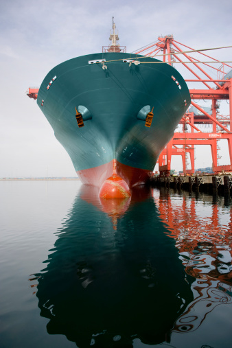 Crane - Construction Machinery「Bow of a red and teal cargo ship.」:スマホ壁紙(0)