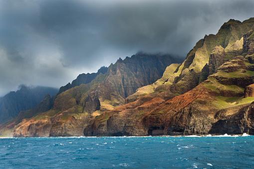 Kalalau Valley「Mysterious Misty Na Pali Coast and Waimea Canyon, Kauai, Hawaii」:スマホ壁紙(16)