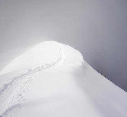 雪山「ミステリアスな尾根」:スマホ壁紙(13)