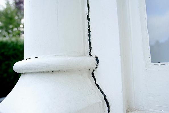 Insurance「Period property showing subsidence problem.」:写真・画像(18)[壁紙.com]
