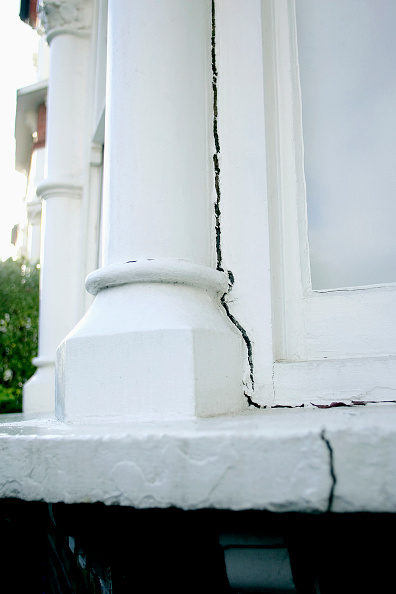 Insurance「Period property showing subsidence problem.」:写真・画像(19)[壁紙.com]