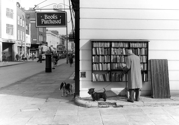 Kensington And Chelsea「King's Road, Chelsea, London, England, Britain - man and dog at a second-hand book shop」:写真・画像(9)[壁紙.com]