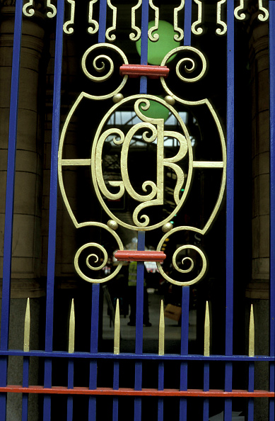 Wrought Iron「Initials of the Great Central Railway in wrought iron at Marylebone station in London. May 2001.」:写真・画像(10)[壁紙.com]