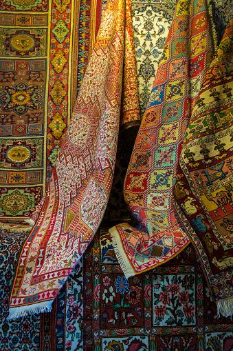 Iranian Culture「Carpets displayed at Vakil Bazaar」:スマホ壁紙(13)