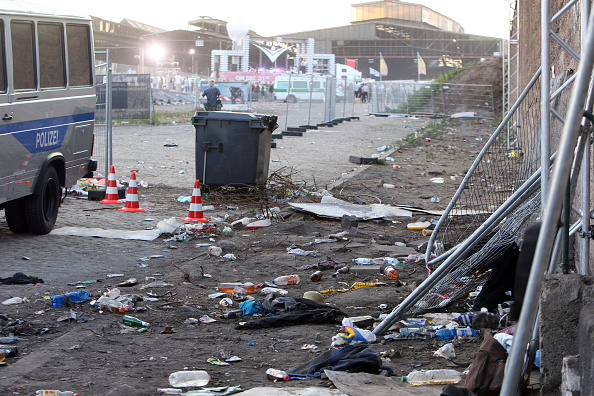Techno Music「At Least 15 Die After Stampede At Love Parade」:写真・画像(11)[壁紙.com]
