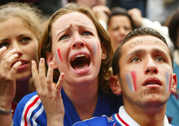 French Soccer Fans React to Team's Defeat:ニュース(壁紙.com)
