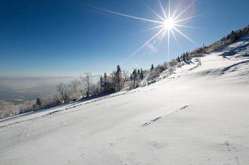 Ski Resort「Sun shining on snow, China」:スマホ壁紙(11)
