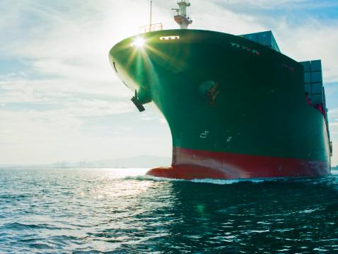 Container Ship「Sun shining through bow of cargo ship」:スマホ壁紙(8)