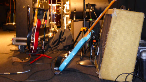 Music Venue stage with electric guitars, amps and other equipment:スマホ壁紙(壁紙.com)