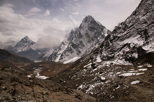 Khumbu「The view to the east from the Cho La Pass with Mt Cholatse prominent, Everest Base Camp via Gokyo Trek, Nepal」:スマホ壁紙(4)