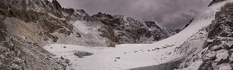Khumbu「The view to the east from the top of the Cho La Pass with glacier in the foreground, Everest Base Camp via Gokyo Trek, Nepal」:スマホ壁紙(18)